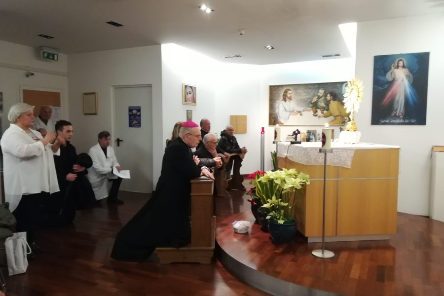 La visita del vescovo Camisasca in ospedale a Sassuolo