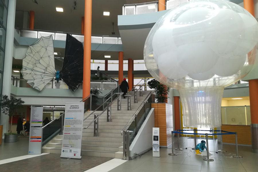 Micromega: installazioni e opere luminose ispirate alla scienza