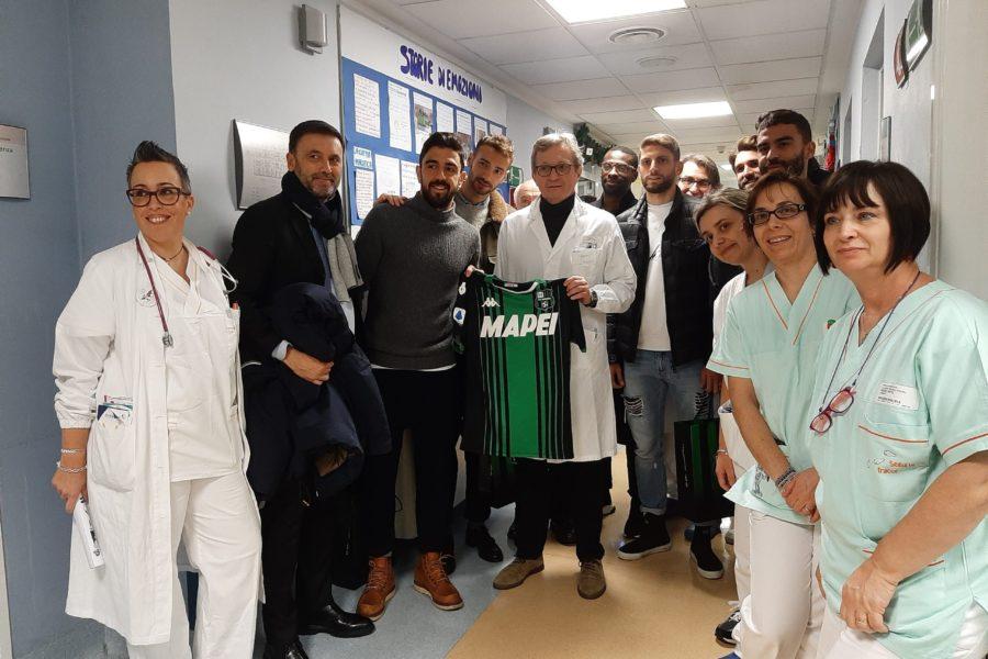 """Il Sassuolo Calcio visita la Pediatria e """"lancia"""" una donazione da parte dei suoi giocatori"""