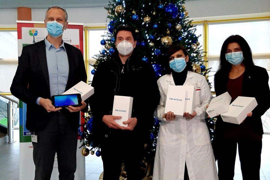 Donati 6 tablet per la comunicazione solidale in ospedale